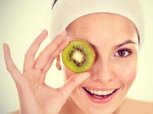 masque rondelle de kiwi sur l'oeil